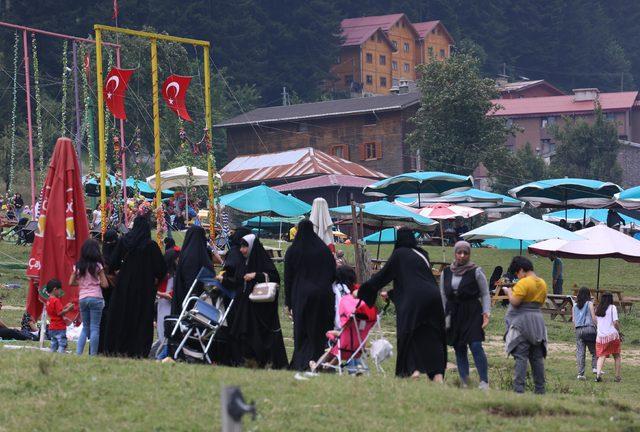 Ayder Yaylası tatilcilerle doldu