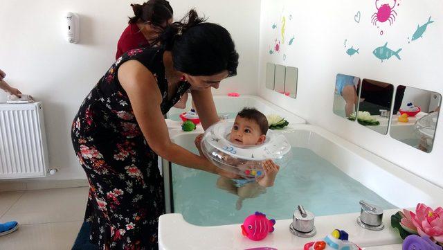 Bebeklere SPA masajı