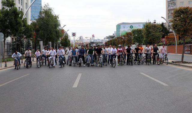 AK Parti'nin kuruluş yıl dönümünde pedal çevirdiler