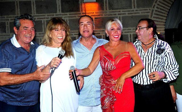 Semiha Yankı, Eurovision'a katıldığı elbise ile Çeşme'de sahne aldı