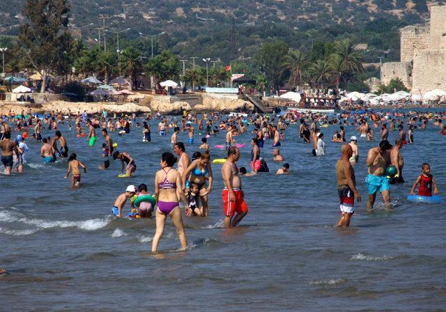 Mersin'de sahiller doldu taştı