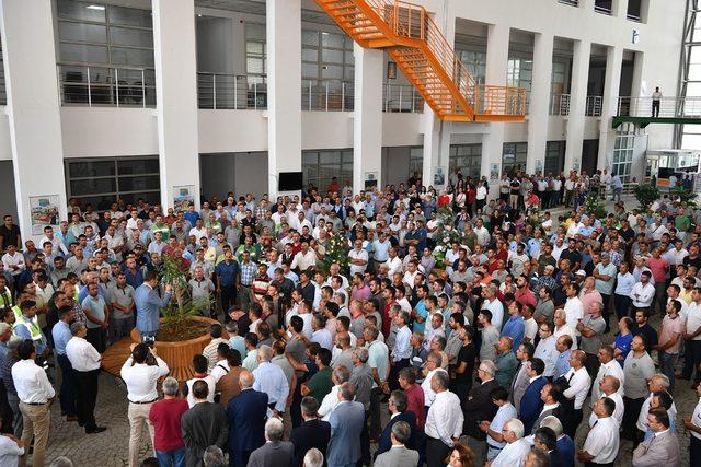 Başkan Gürkan, Büyükşehir Belediyesi çalışanlarıyla bayramlaştı