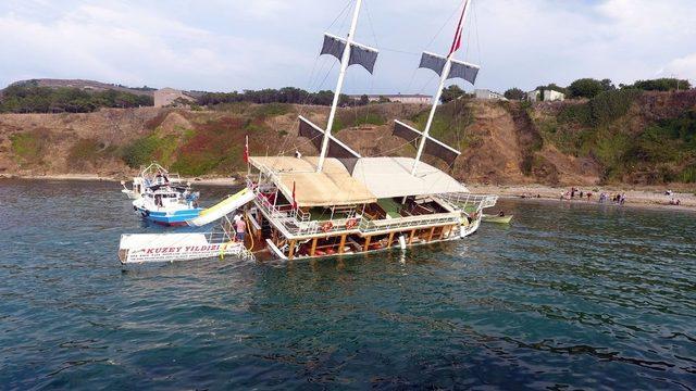 Sinop'ta karaya oturan gezi teknesini kurtarma çalışmaları