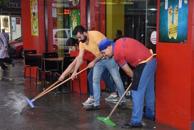 Kırıkkale'de yağmur etkili oldu, iş yerlerini su bastı