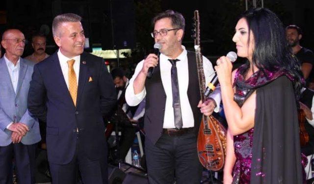 Alacam'da Türk Halk müziği konseri