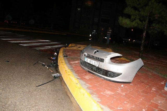 Tıra arkadan çarpan sürücü otomobili bırakıp kaçtı