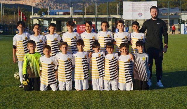 Aliağaspor FK geleceğin yıldızlarını seçiyor