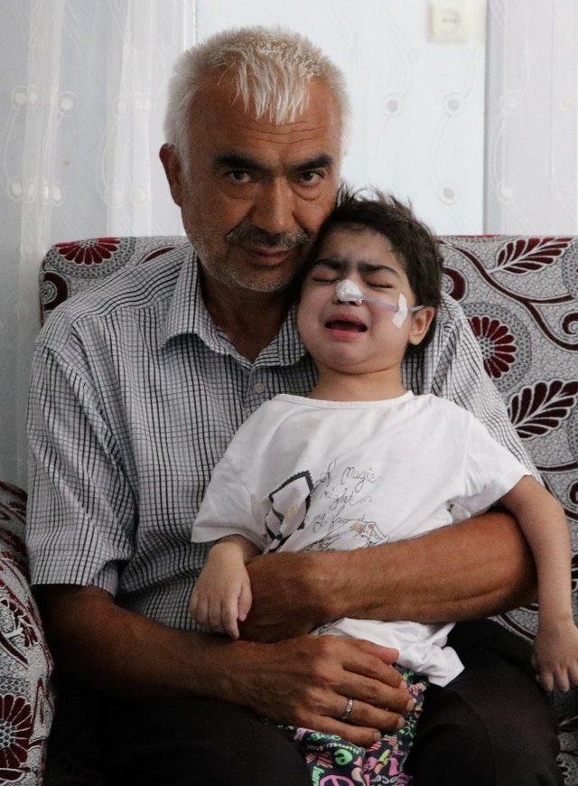 Çocukları milyonda 1 görülen hastalığa yakalanan ailenin yardım çığlığı