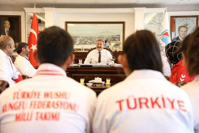 Wushu kungfu şampiyonlarından Başkan Palancıoğlu'na ziyaret