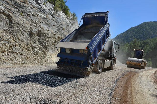 Alanya Yaylakonak yolu asfaltlanıyor