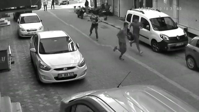 Zeytinburnu'da 1 kişinin öldüğü bıçaklı kavga kamerada