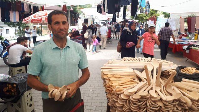 3O yıldır tahta kaşık, çatal, kevgir üretip satarak geçimini sağlıyor