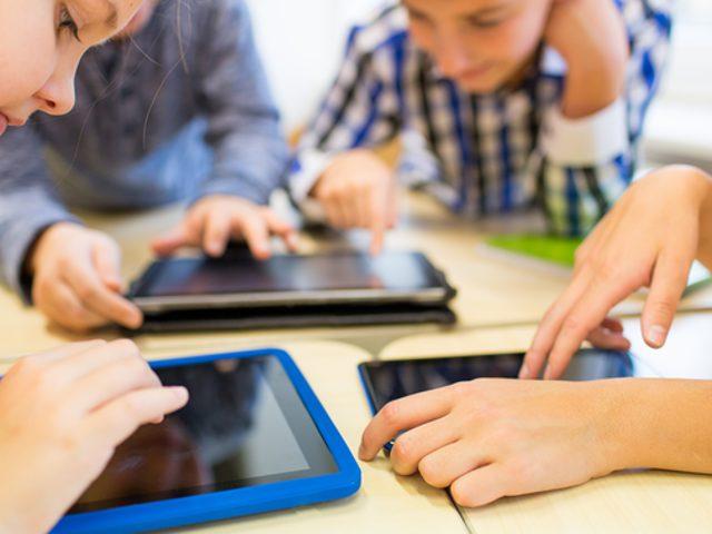 Uzun Süre Tablet ve Telefonlarla Vakit Geçiren Çocuklarda Hangi Davranış Bozuklukları Meydana Geliyor?