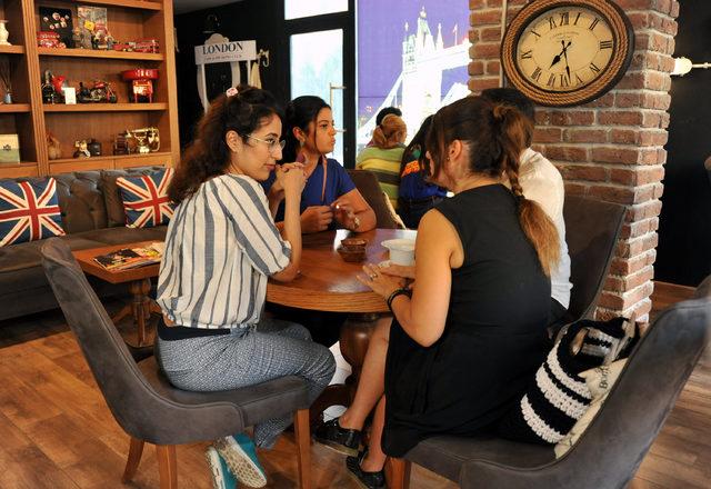 Bu kafede Türkçe hariç 8 dil konuşuluyor