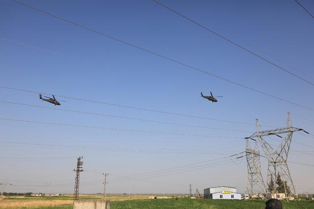 Sınırda askeri helikopter hareketliliği (2)