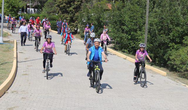 Cumhurbaşkanı Yardımcısı Oktay, Kırşehir'de gençlik kampını ziyaret etti