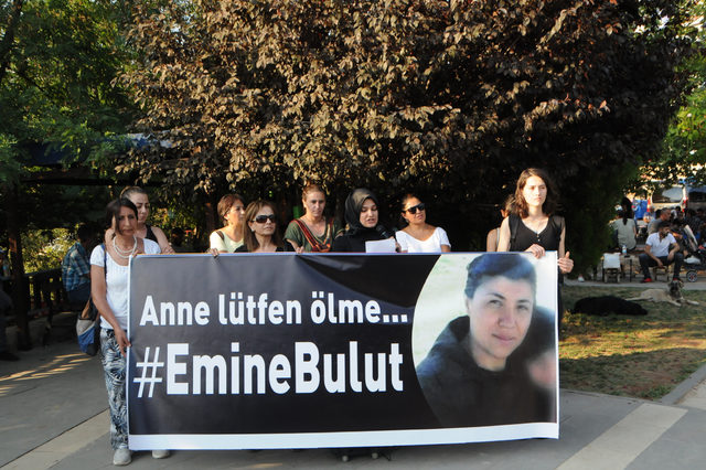 Tunceli'de 4 kadın, Emine Bulut cinayetine tepki için 5 kilometre yürüdü