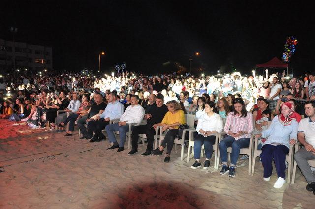 İrem Derici Bartın'da 5 bin kişiye konser verdi