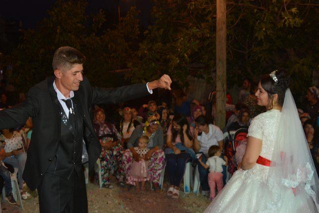 Sosyal medyada tanıştılar, işaret diliyle anlaştılar, köy düğünüyle evlendiler