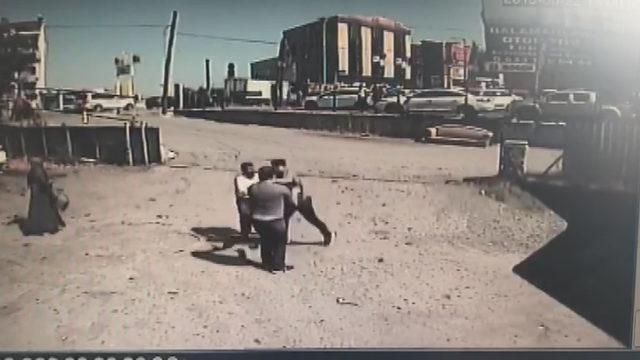 Arnavutköy'de aracı çekilen sürücü, 1'i polis 3 kişiyi darp etti