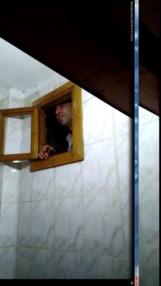 Aranan zanlı, tuvalet penceresine sıkışmış halde yakalandı