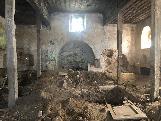 Sarıyer'deki kilisede defineci talanı