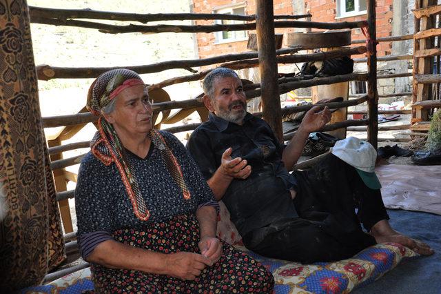 Evleri yıkılan çift, yardım istiyor