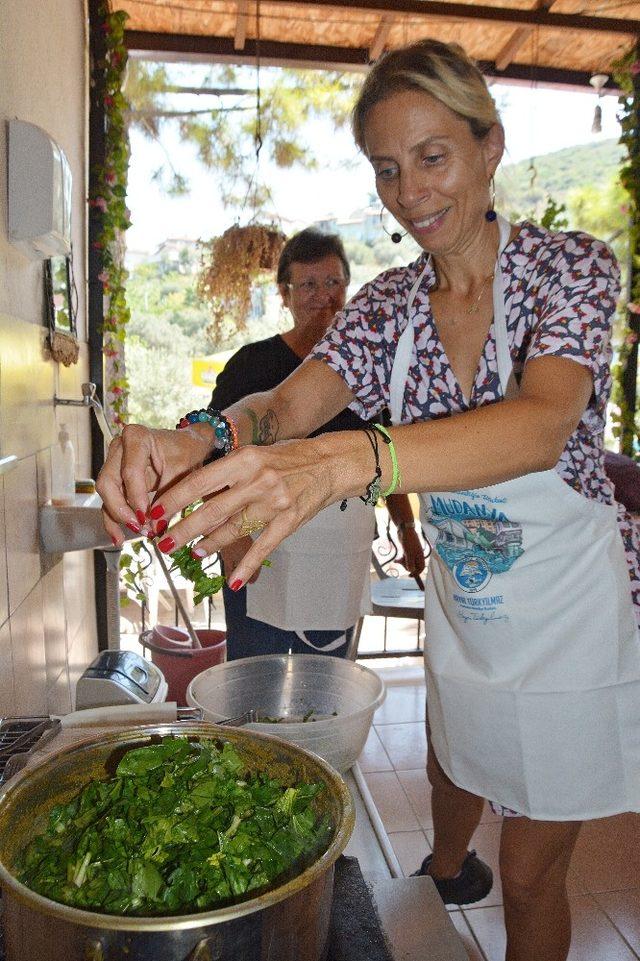 Zeynep Casalini Kumyakalı kadınlarla mutfakta