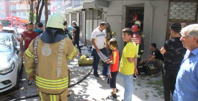 Bayrampaşa'da yangın; dumandan mahsur kalanları itfaiye kurtardı