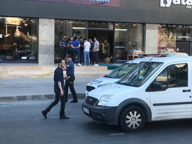 Esenyurt'ta bir kadın silahlı saldırıda yaralandı (1)