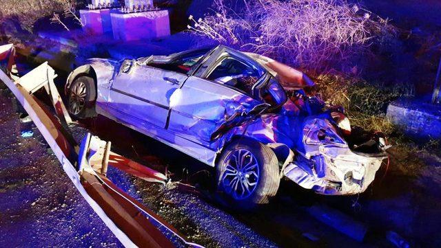 Tekirdağ'da otomobil bariyerlere çarptı: 1 ölü, 2 yaralı