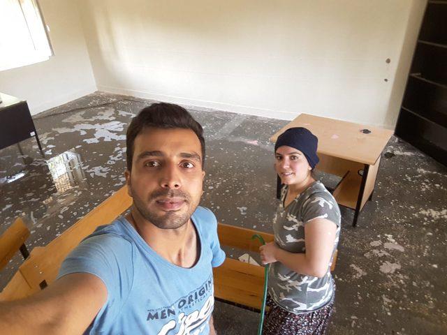 Okulunu eşiyle birlikte temizledi, sosyal medyada ilgi odağı oldu