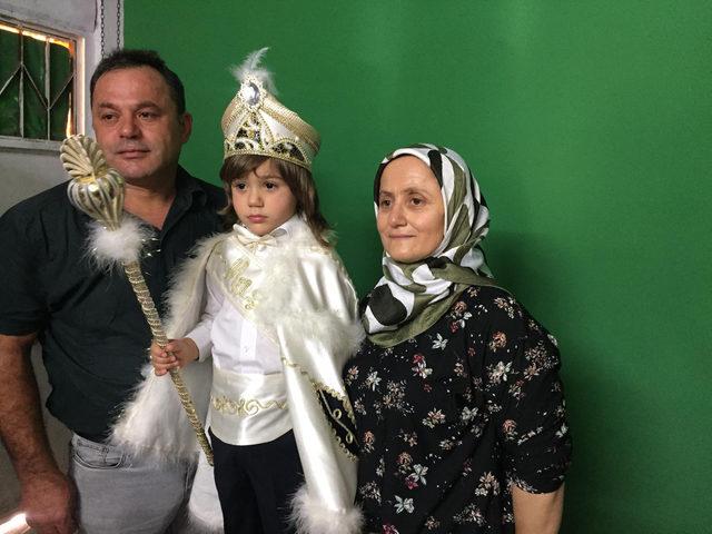 Mavi ışık hastası 'Poyraz bebek' sünnet oldu