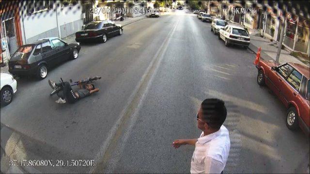 Otobüsü durdurup, yaralının yardımına koştu