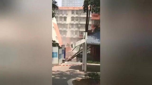 Çin'de bir apartman, birinci katı çökünce yan yattı