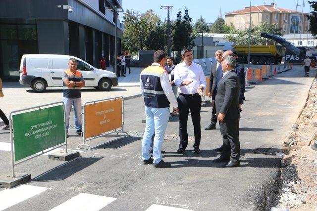 Kartal Belediye Başkanı Yüksel asfalt çalışmalarını inceledi