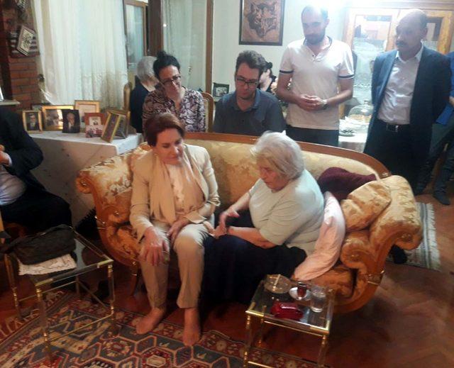 Akşener'den tarihçi Prof. Dr. Kafalı'nın ailesine taziye ziyareti