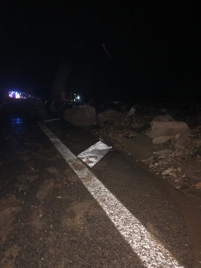 Sivas'ta HES kanalı patladı: Yol sular altında kaldı, yaralananlar var (1)