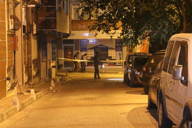 Kara çarşaflı erkek saldırgan kurşun yağdırdı: 1 yaralı