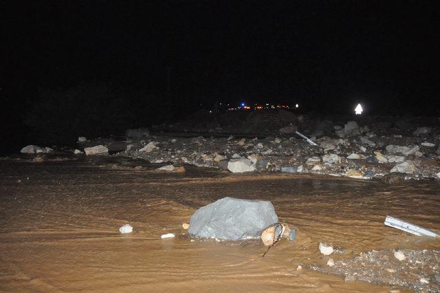 Sivas'ta HES kanalı patladı, araçlar sürüklendi: 6 yaralı - 2 (Geniş haber)