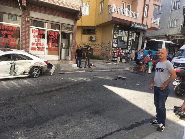 Gaziosmanpaşa'da özel halk otobüsü kazası (1)
