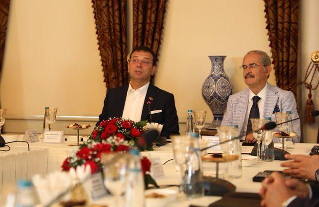 CHP'li büyükşehir belediye başkanları İstanbul'daki çalıştayda buluştu