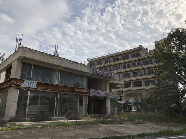 KKTC'de tarihi gün: Gazeteciler 45 yıldır kapalı olan Maraş'a girdi