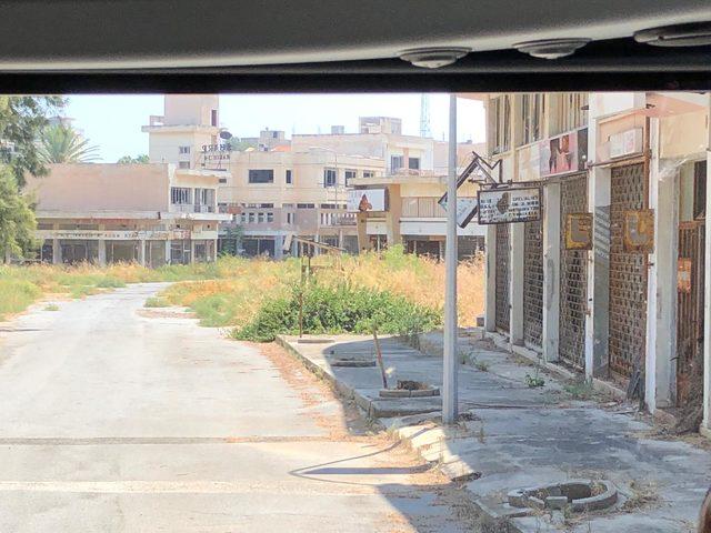 KKTC'de tarihi gün: Gazeteciler 45 yıldır kapalı olan Maraş'a girdi (2)