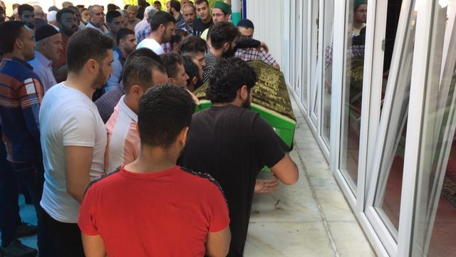 Düştüğü baraj gölünde boğulan Suriyeli Halil, toprağa verildi