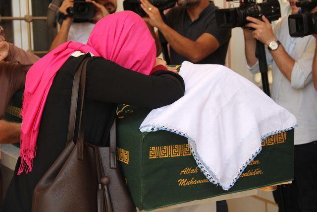 6 yaşındaki kızının gözü önünde vurulan Tuğba Anlak son yolculuğuna uğurlandı