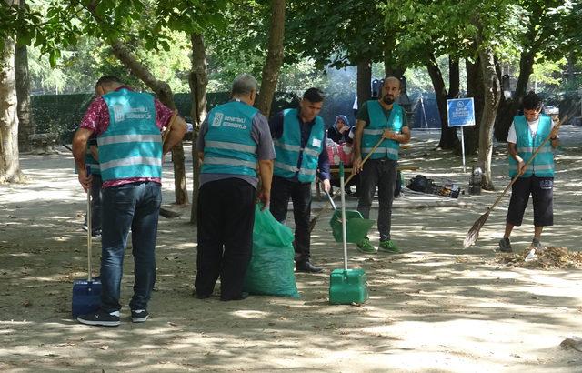 Esenler'de hükümlüler 'Millet Bahçesi'nde temizlik yaptı
