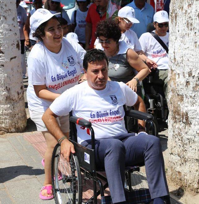Başkan Aras'tan tekerlekli sandalyeyle farkındalık eylemi