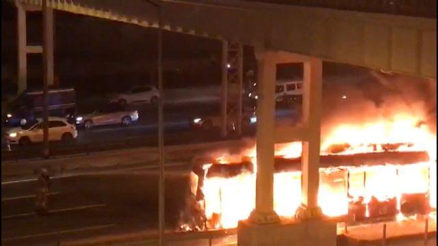 TEM'de otobüs alev alev yandı (1)