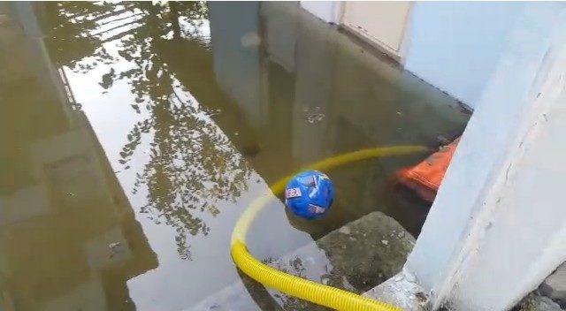 Sulama kanalı taştı, evleri su bastı